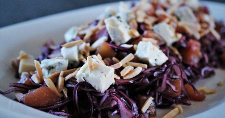 Rødkålsalat med Høgelund og pærekompot