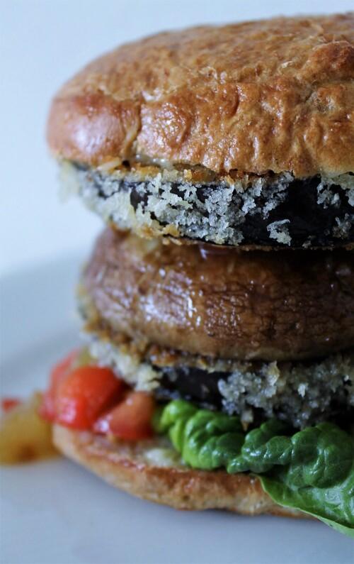 vegetarburger med aubergine og citronmayo
