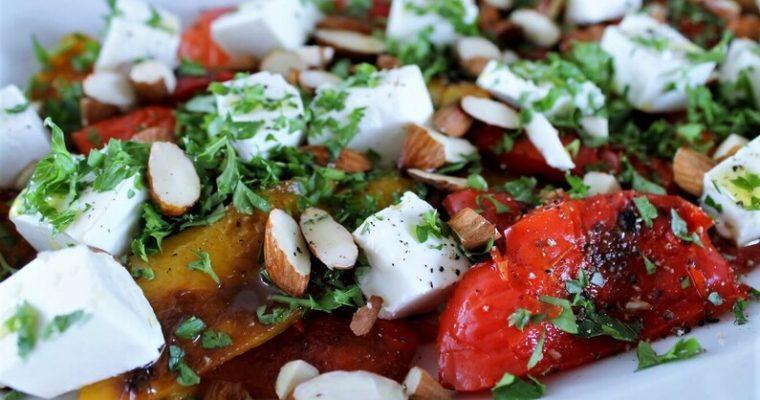 Peberfrugtsalat med feta og mandler
